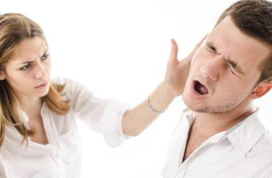 男性からのスキンシップを拒む女性